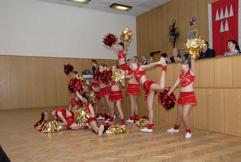http://www.zav.cz/Souteze/Archiv_2007/Mohelnice/mazoretky.jpg